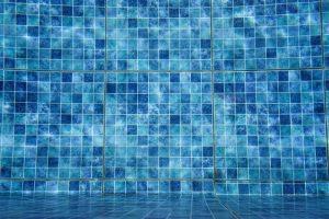 Gecol detalla el proceso de colocación de cerámica en piscinas