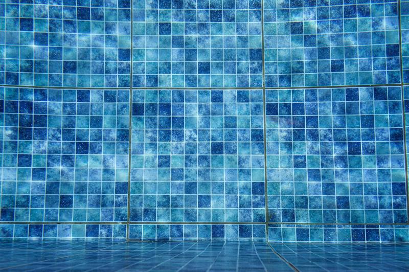 En este momento estás viendo Gecol detalla el proceso de colocación de cerámica en piscinas